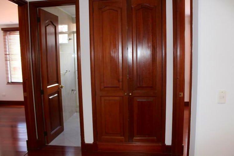 Foto 6 de Apartamento en Bogota Santa Barbara Occidental - dos garajes independientes y depósito
