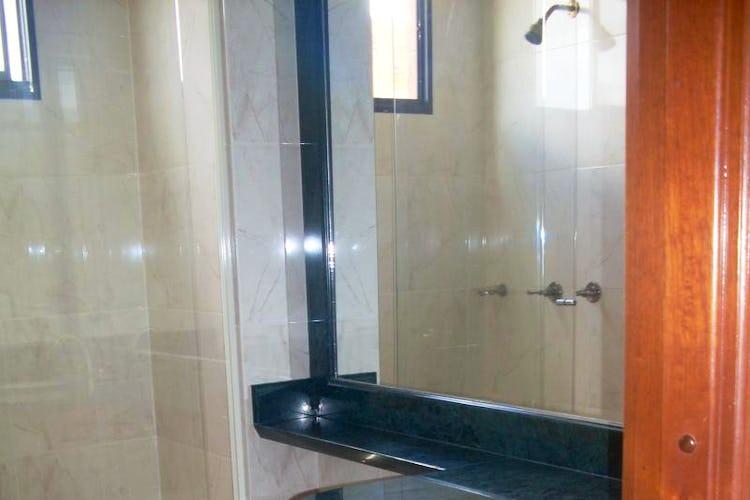 Foto 9 de Apartamento en Bogota Santa Barbara Occidental - dos garajes independientes y depósito