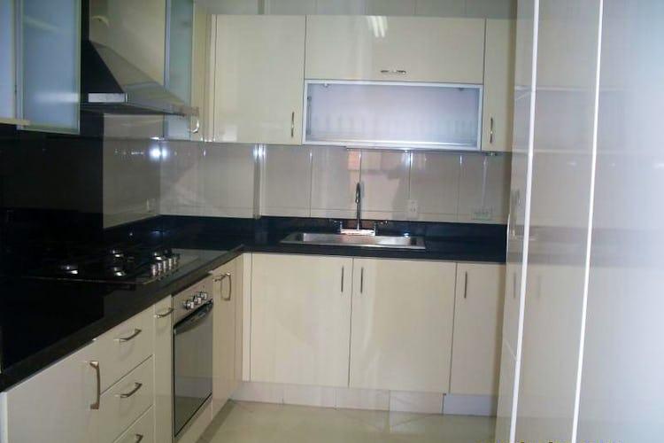 Foto 11 de Apartamento en Bogota Santa Barbara Occidental - dos garajes independientes y depósito