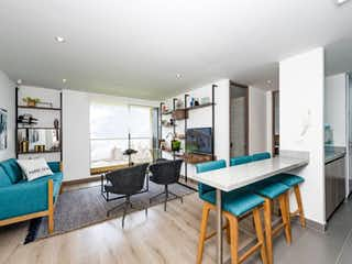 Una sala de estar llena de muebles y una mesa en Torre Estación