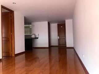 Un cuarto de baño con lavabo y ducha en Apartamento en venta en Santa Bárbara, de 60mtrs2