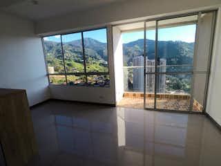 Un baño con un gran ventanal y un gran ventanal en Apartamento en venta en Aves María de 3 habitaciones