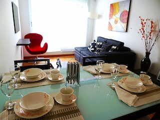 Una mesa cubierta con platos de comida y tazas en Mirador Corinto Reservado