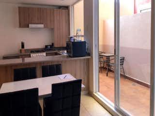 Una cocina con fregadero y nevera en Departamento en  venta en Nativitas de 2 recámaras