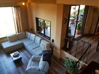 Una sala de estar llena de muebles y una televisión de pantalla plana en Casa en venta en Pueblo Viejo de 1700mts