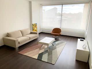 Una sala de estar llena de muebles y una ventana en Apartamento en venta en La Carolina de 1 habitacion