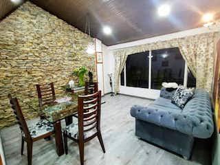 Una sala de estar llena de muebles y una ventana en Apartamento en venta en Claret, 80mt