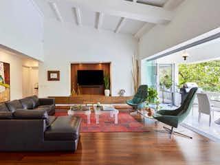 Una sala de estar llena de muebles y una televisión de pantalla plana en Apartamento en Venta en Alejandría,de 229mtrs2