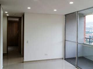 Un gran cuarto de baño con una puerta de ducha de cristal en Apartamento en venta en San Germán, 52mt con balcon