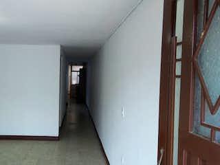 Un cuarto de baño con un inodoro blanco y lavabo en Casa en venta en Villa Hermosa, 122mt con terraza