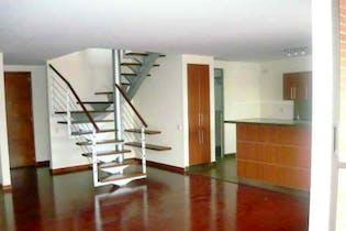Apartamento En Venta En Bogota Usaquen Dos alcobas cada una con baño, principal con balcón y walk in closet.