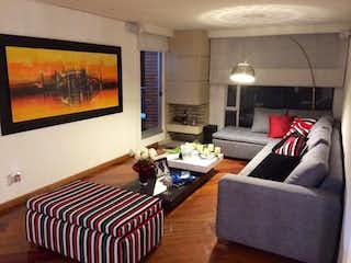 Una sala de estar llena de muebles y una televisión de pantalla plana en Apartamento en venta en Rincón del Chicó, de 114mtrs2