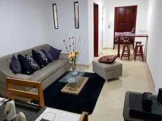Una sala de estar llena de muebles y una mesa en Apartaestudio en venta en Belén Centro, 44mt