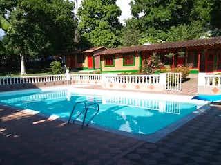 Una piscina que tiene una piscina en Casa en venta en Casco Urbano Sopetrán, 350m² con Jardín...
