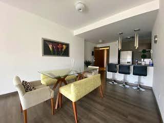 Una sala de estar llena de muebles y una mesa en Departamento en venta en Anahuac de una recamara