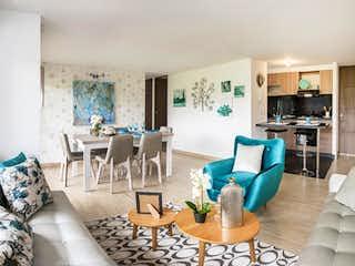 Una sala de estar llena de muebles y una chimenea en Parques de San Jerónimo