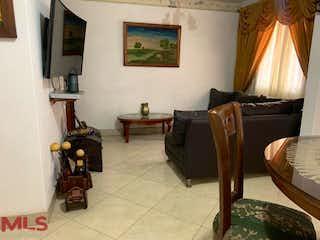 Una sala de estar llena de muebles y una ventana en Casa en venta en Santa María, 120mt de dos niveles