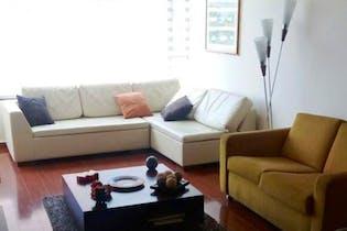 Apartamento en Bogota Chico Reservado - sala con chimenea, cocina cerrada