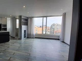 Una cocina con nevera y una ventana en Apartamento en venta en Rosales de 1 habitacion