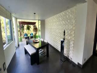 Una sala de estar llena de muebles y una mesa en Casa en venta en Pueblo Viejo de 380mts