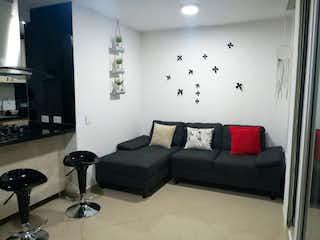 Una sala de estar llena de muebles y una ventana en Apartamento en venta en Calasanz de dos habitaciones