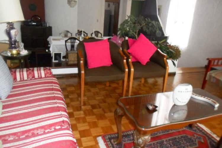 Portada Casa  En Bogota Contador  cuenta con 4 habitaciones y dos baños