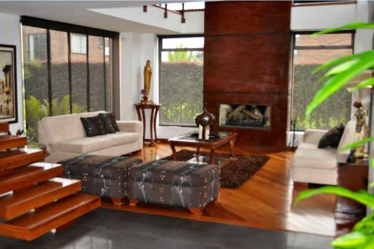 Portada Casa En Venta En Bogota San Simon sala con chimenea