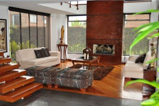 Casa En Venta En Bogota San Simon sala con chimenea