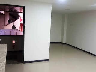 Un refrigerador congelador blanco sentado dentro de una cocina en Apartamento en venta en Galan de tres habitaciones