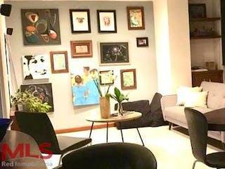 Una sala de estar llena de muebles y una pintura en Torres de la Vega