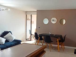 Una sala de estar llena de muebles y una televisión de pantalla plana en Apartamento en venta en San Joaquín de una habitacion