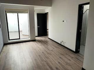 Una cocina con nevera y una ventana en Apartamento en venta Chico Navarra de 110m2