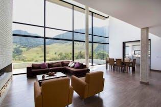 Casa en venta en La Calera de 447m²