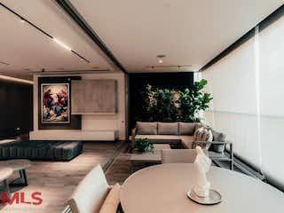 Una sala de estar llena de muebles y una gran ventana en Vigía de los Bosques