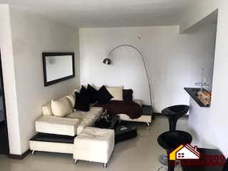 Una sala de estar llena de muebles y una televisión de pantalla plana en Apartamento en venta en Niquía de  3 habitaciones