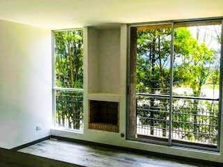 Una vista de una sala de estar con un gran ventanal en Apartamento en venta en Cajicá de 3 habitaciones