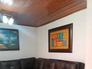 Una sala de estar llena de muebles y una pintura en Casa en venta en Santa Rosita de 4 habitaciones