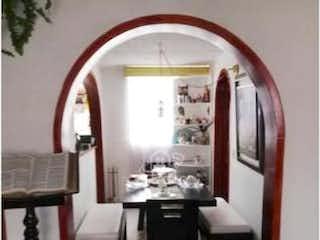 Una sala de estar llena de muebles y una ventana en Apartamento en venta en Gran Granada de 2 habitaciones