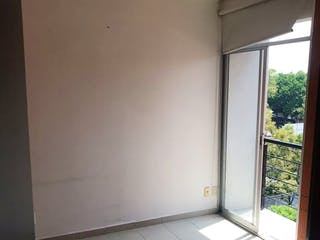Un baño que tiene una ventana en él en Departamento en venta en Tacuba de dos recamaras