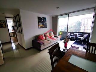 Una sala de estar llena de muebles y una gran ventana en Tierra Grata Palmas