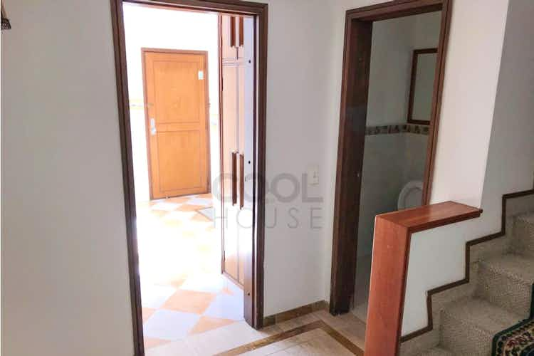 Portada Casa en venta en Contador de 220mts, tres niveles