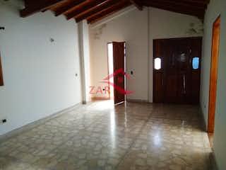 Un cuarto de baño con lavabo y un espejo en Casa en venta en Asdesillas, de 321mtrs2