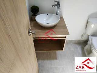Un cuarto de baño con lavabo y ducha en PIETRASANTA CAMPESTRE