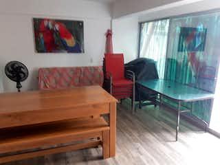 Una sala de estar llena de muebles y una ventana en Apartamento en venta en Santa Fé de Antioquia, 82mt con terraza