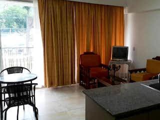 Una sala de estar llena de muebles y una ventana en Apartamento en venta en Santa Fé de Antioquia de una alcoba