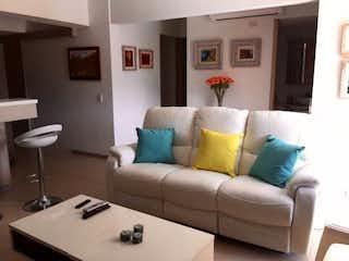 Una sala de estar llena de muebles y una gran ventana en Apartamento en venta en Santa Fé de Antioquia, 108mt con terraza
