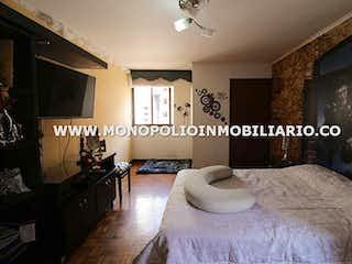 Un dormitorio con una cama y una pintura en la pared en LOS BUCAROS 901