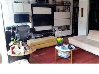 Una sala de estar llena de muebles y una televisión de pantalla plana en Apartamento en venta en Cedro Golf, 110mt duplex