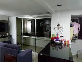 Una sala de estar llena de muebles y una televisión de pantalla plana en Apartamento en venta en Suramérica, 55mt con balcon
