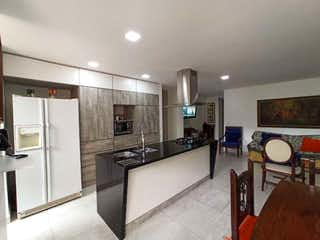 Una gran cocina con una gran encimera en Apartamento en venta en Simón Bolívar, 100mt con balcon